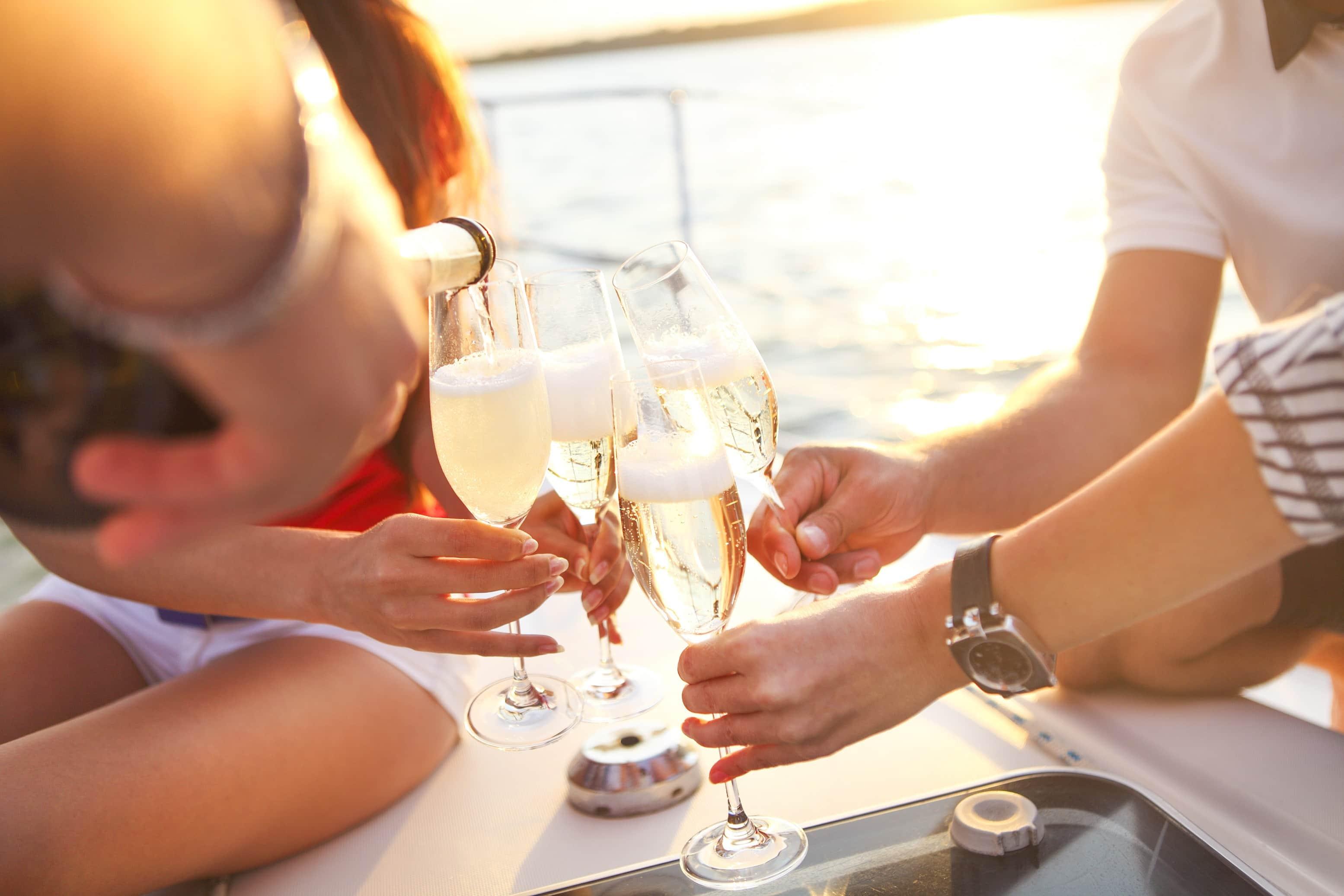 Atardecer con champagne en velero