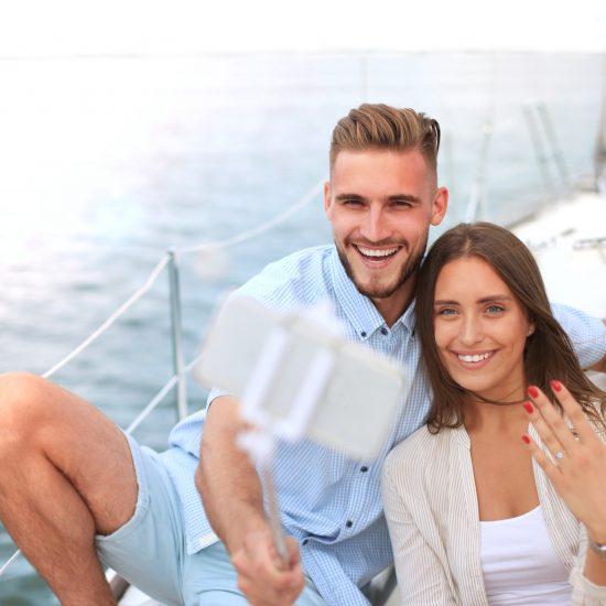 Pedida de mano en velero Organiza tu pedida a bordo