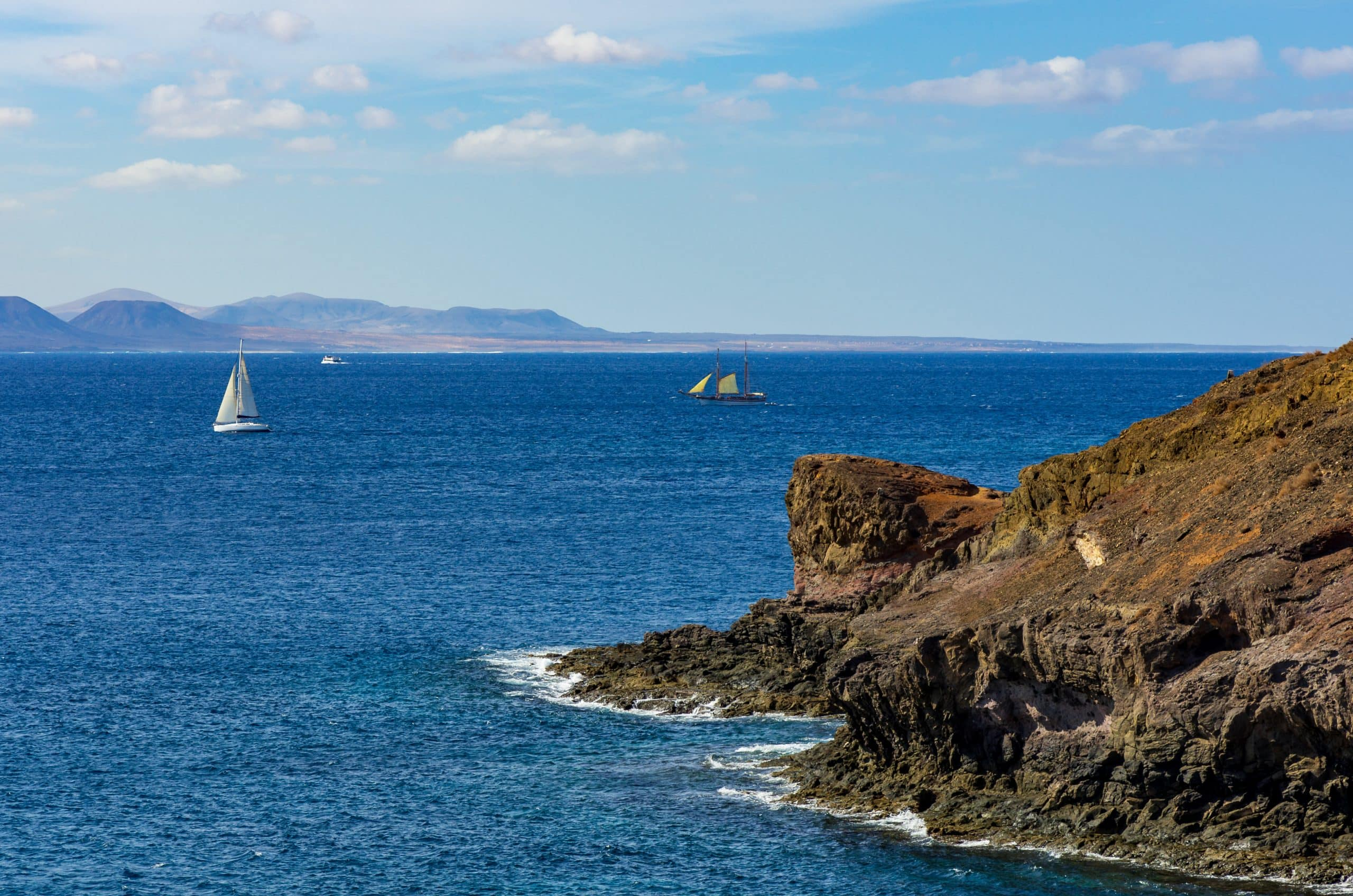 Vacaciones en velero por Ibiza Alquiler de velero Valencia-Ibiza
