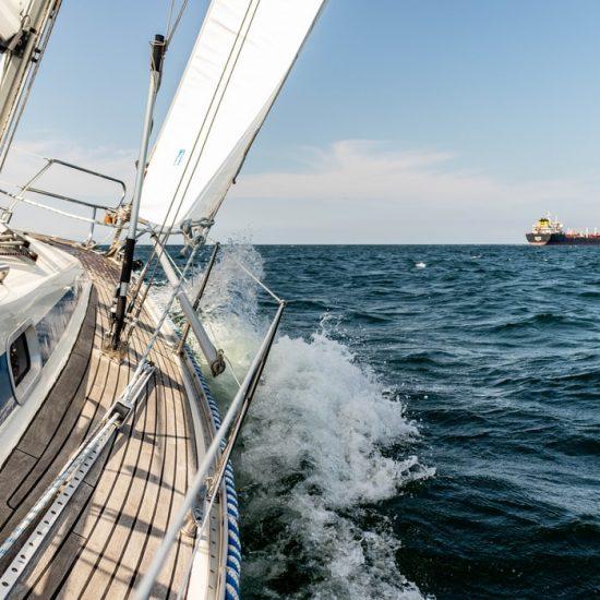 Cursos de navegación a vela Consejos para evitar mareos a bordo