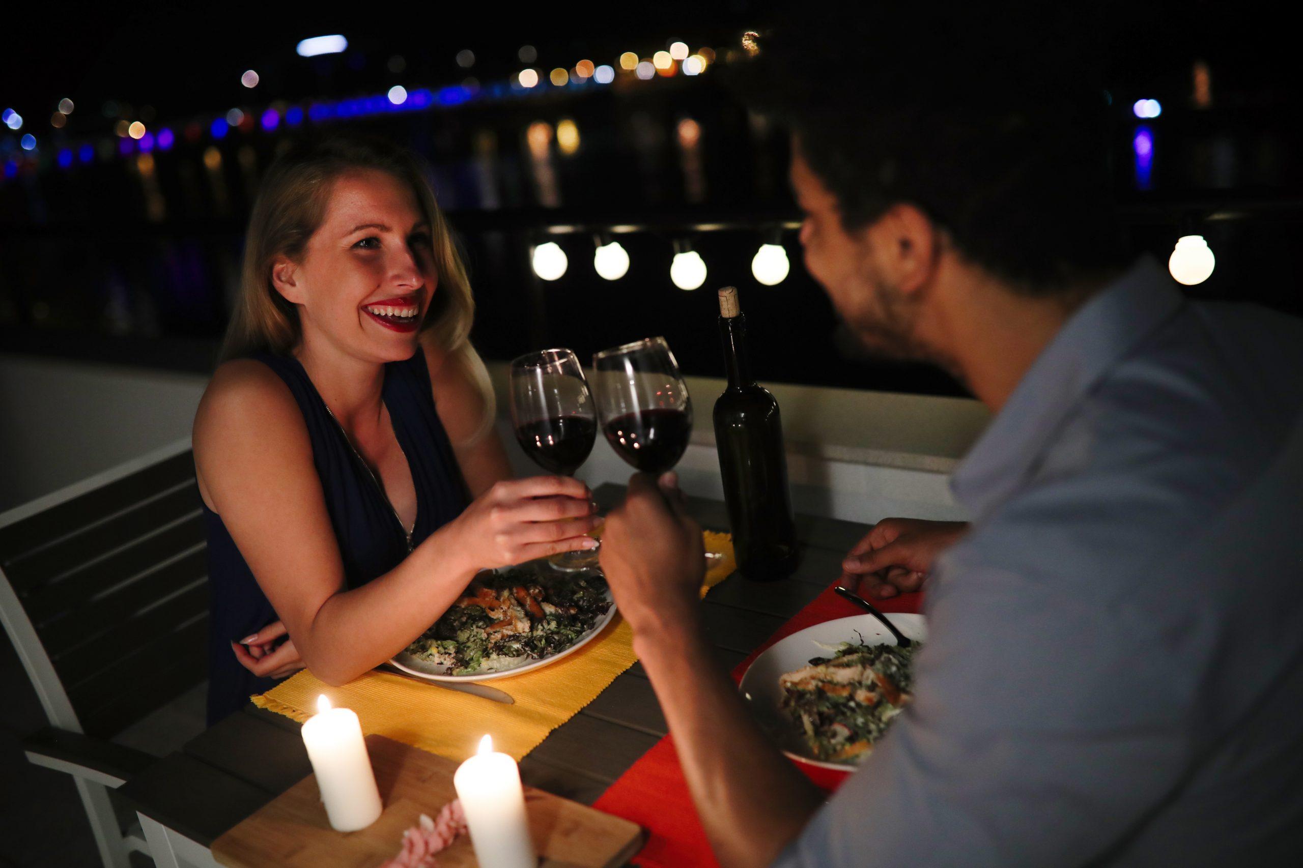 Noche especial parejas en barco Noche romántica con cena y pernocta